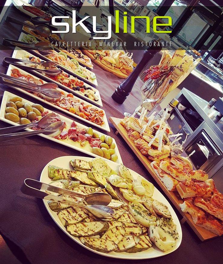 Aperitivo da SkyLineCaffè!  #aperitivo #skylinecaffe #rimini #food #buffet