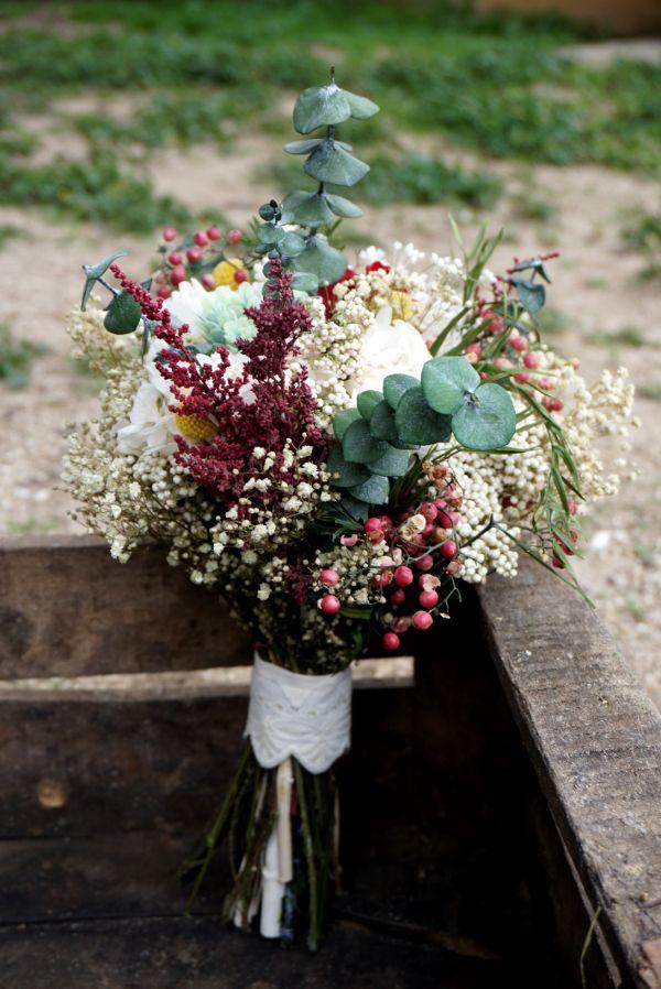 Ramo de flores preservadas con base de eucalipto