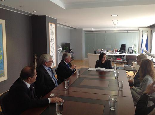 Το ενδιαφέρον για επενδύσεις στην Ελλάδα εξέφρασαν στην υπουργό Τουρισμού κυρία Όλγα Κεφαλογιάννη, οι πρόεδροι του  Νομοθετικού Συμβουλίου και της Νομοθετικής Συνέλευσης του Κοινοβουλίου της Βικτωρία κ.κ. Bruce Atkinson και Ken Smith, αντίστοιχα, ως επικεφαλής αντιπροσωπείας του Κοινοβουλίου τους, κατά τη σημερινή συνάντηση τους στο υπουργείο Τουρισμού.
