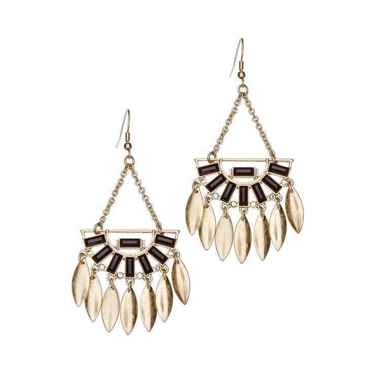 Bring life to your outfit with these eye-catching dangle earrings featuring spear fringes. These add a simple shine and boho-inspired flair to all of your looks.