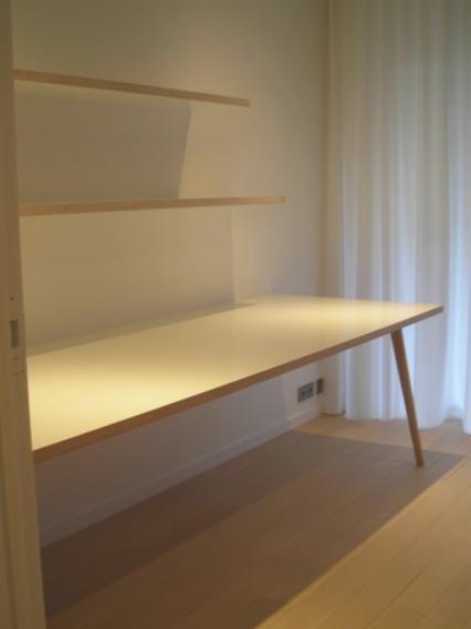 Fabrikaat   Maatwerk en inrichting   inrichting appartement werkblad + schabben in berken
