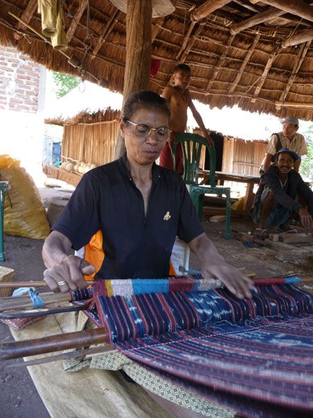 Ibu Wihelmina Nesi weaving in Manunain.  Manunain is a village in the old kingdom of Insana. Insana has mostly left behind their old ikat and indigo work in favor of synthetic dyes and the warp wrap technique called buna. The Insana textiles traditionally were blue in color and had beautiful motifs such as manu (chicken). The Threads of Life team has looked for a long time to find any weaver still wanting to make the more traditional ikat textiles using natural dyes.