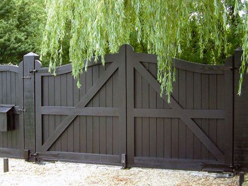 How to build a double gate for a wood privacy fence for Wood driveway gate plans