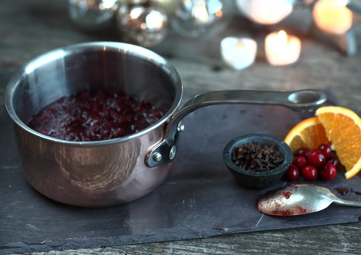 A festive photo of the 16cm saucepan with Cranberry sauce.