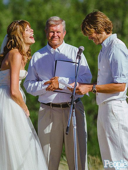 Best wedding pic ever.... who wouldn't  want that kind of happy love.... :)
