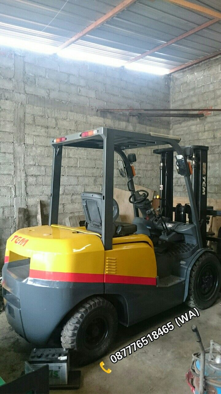 ( FOR SALE )  Forklift 3 Ton  TCM Inoma FD30C3Z (Japan)  Manual Transmission  Diesel Engine Isuzu C240 Lifting Height 3 M Fullfreelift   Facebook: setyawan.martin  Instagram: setyawan_martin_forklift  📞 087776518465 (Whatsapp)