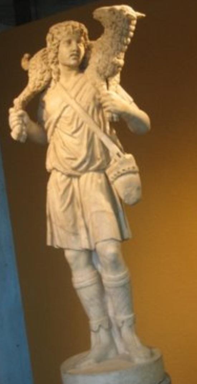 Estatua del Buen Pastor, s. III. Roma, Museo de Letrán. Marca la iconografía del Buen Pastor, sujetando las patas delanteras con una mano y las traseras con otra, a modo del Hermes Crióforo.