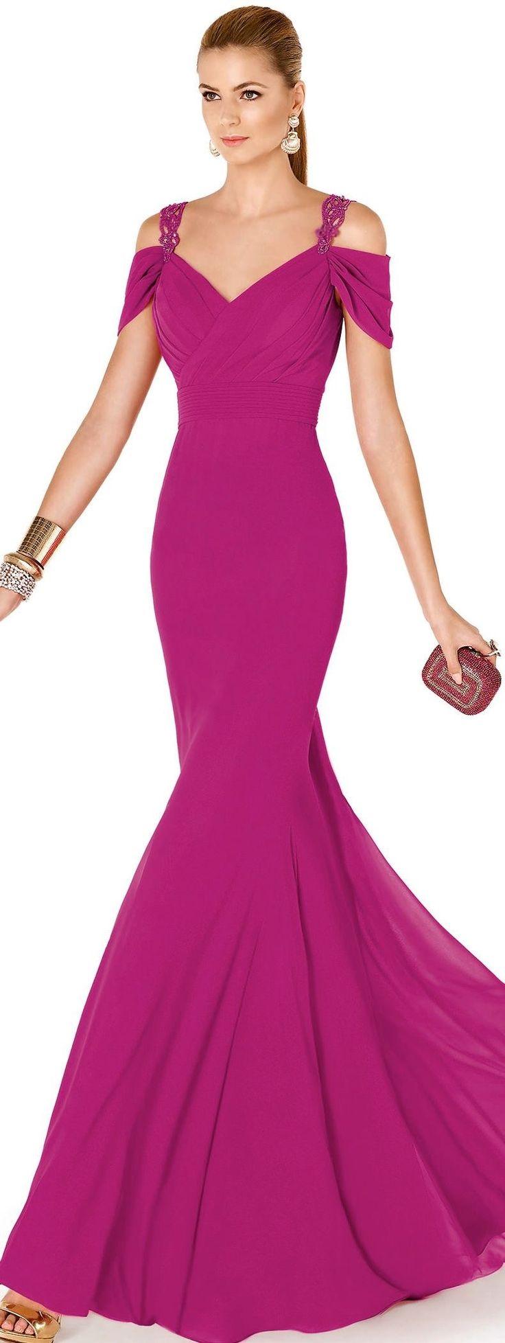 Ein figurebetontes Design und eine ins Auge fallende Farbe setzen dieses Kleid in Szene. Mein Stil - gut gelungen!