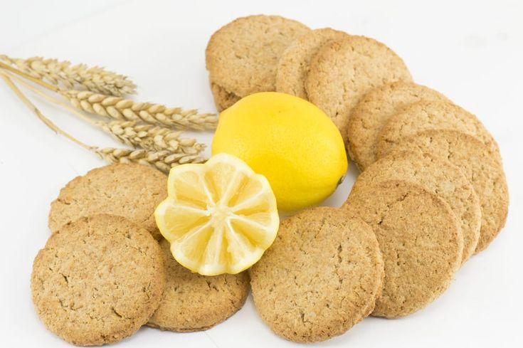 Ricetta biscotti integrali dietetici - biscotti realizzati con farina integrale, senza burro e zucchero, per portare in tavola per la colazione o la merenda