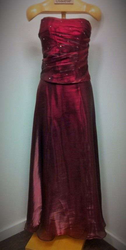 Two-piece evening gown made up of a long skirt and corset in a burgundy-wine tone by Aspeed.