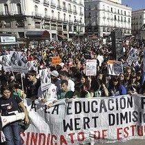 Impacto: Protestan en España contra recortes en educación