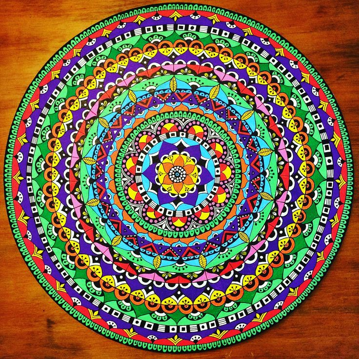 Mandala pintado a mano sobre bastidor tela. 50 cms diámetro. Esperanza González Ovalle.