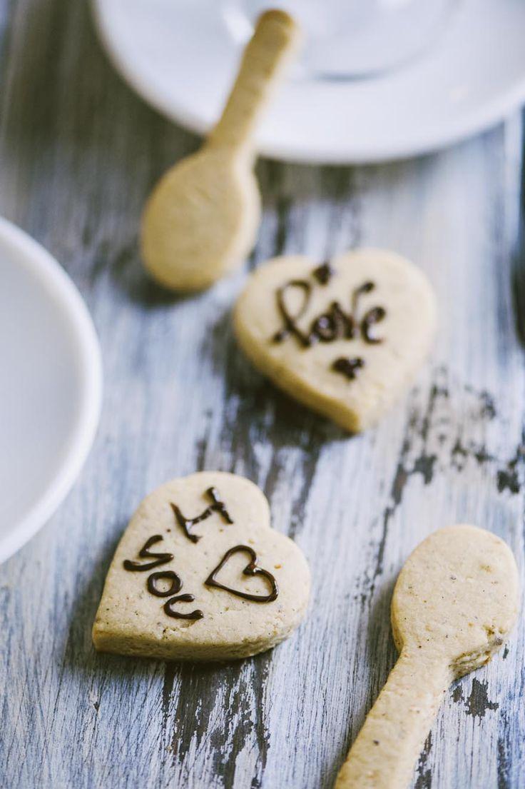 Biscotti alle nocciole: I #biscotti alle #nocciole hanno un profumo davvero irresistibile. Io li adoro con una bella tazza di tè o di caffè. Vuoi scoprire la mia #ricetta?