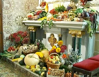 Thanksgiving Customs in Germany and the USA caption id= align=aligncenter width=410 A church altar Erntedank display in Germany. PHOTO: From a video by Elena Körtels)/caption In the German-speaking