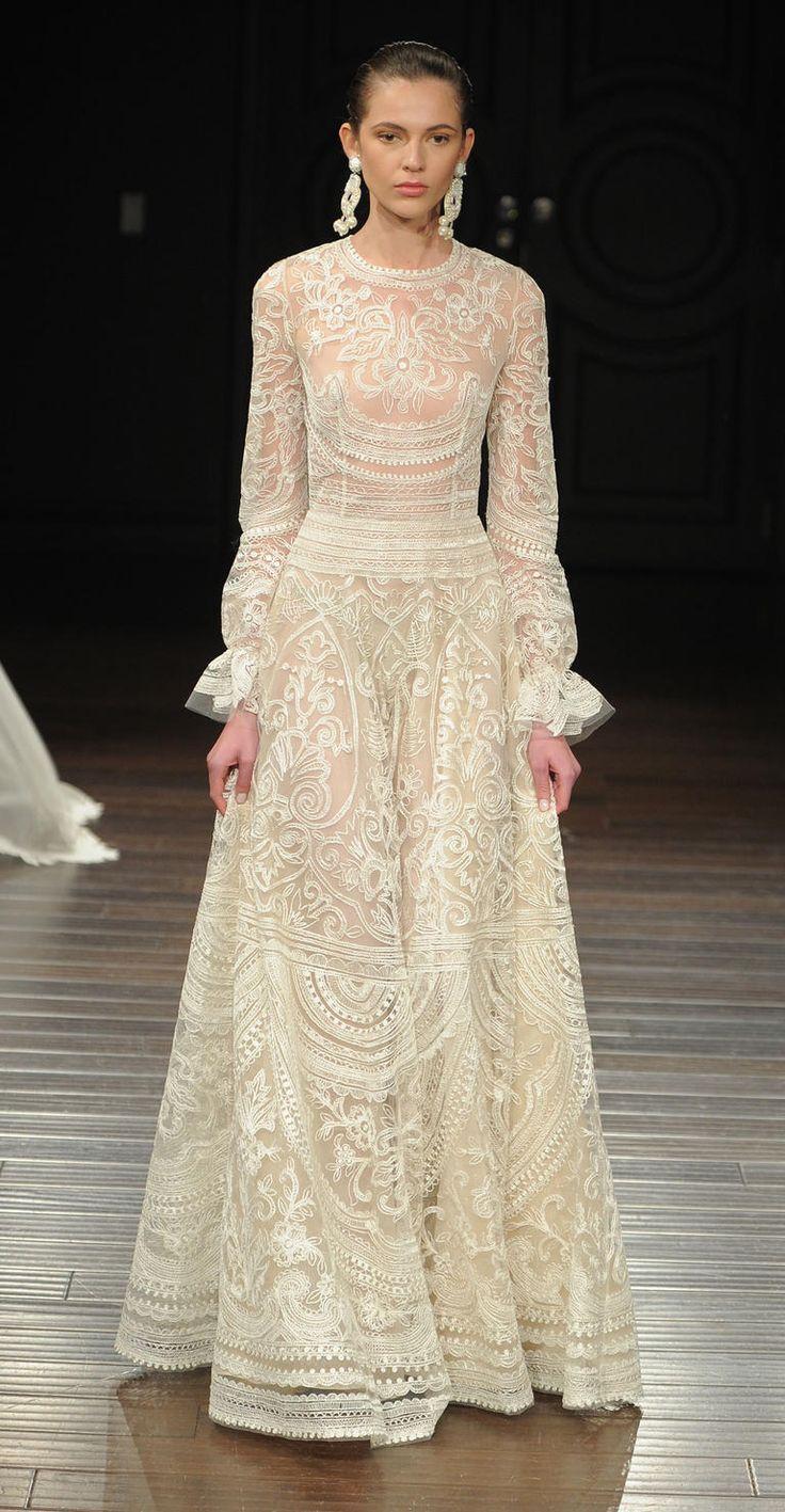 Naeem Khan Shows Elegant Embroidered Dresses for Spring 2017   Photo by: Maria Valentino/MCV Photo   TheKnot.com