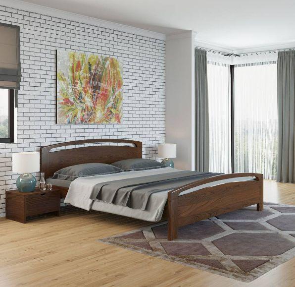 Акцентная стена, облицованная кирпичной плиткой, придает интерьеру ни с чем не сравнимый шарм. Оригинальный дизайн прекрасно дополнит кровать из массива сосны. Природный рисунок древесины станет источником тепла и комфорта в спальне. Украсить комнату помогут прикроватные лампы и картина на стене.  На фото - кровать Vesna 1, прикроватная тумба Vesna. Мебель выполнена из массива сосны, цвет Орех. Подробнее: http://www.ormatek.com