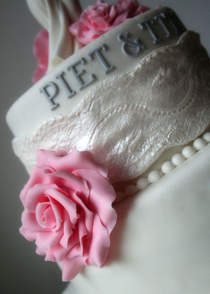 Bruidstaart met roos