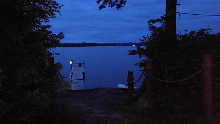 Camp Comfort, from dusk 'til dawn. Camp Comfort, du lever au coucher du soleil.