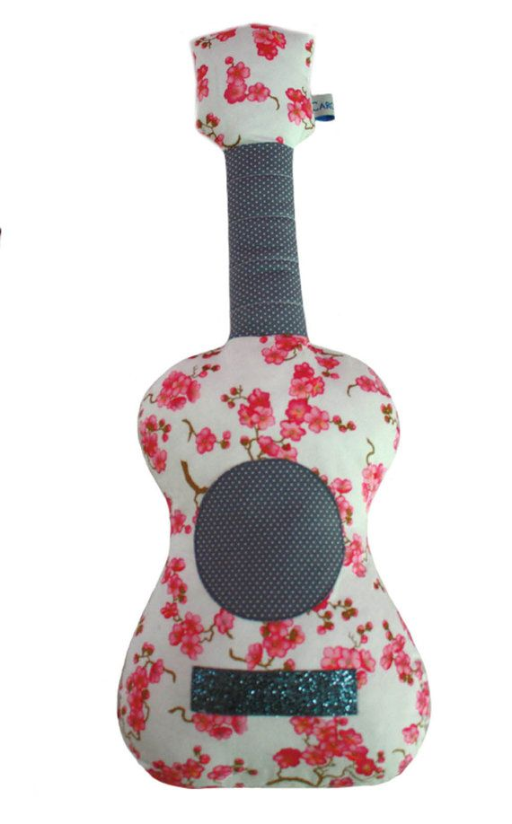 coussin guitare pink flower