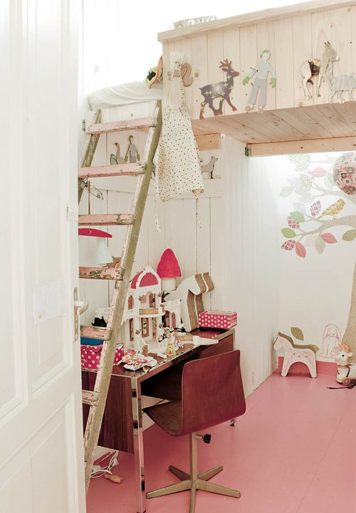 pretty loft bed which leaves the rest of the room free to play etc!  Great idea and lovely decoration for any litylittle princesses bedroom! LOL!