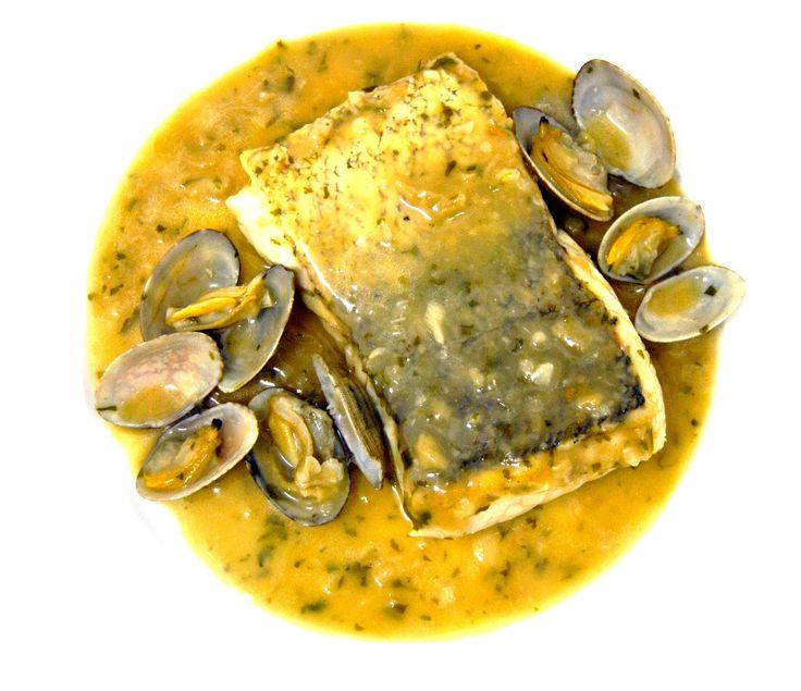 Merluza en salsa verde con Vinubo. Los pescados más frescos, también con Vinesenti. www.restauranteespadana.es