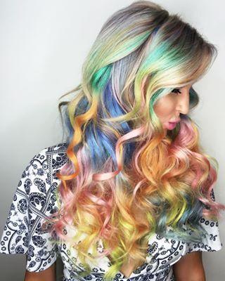 Und schließlich diese Regenbogenwucht. | 17 umwerfende Haarfarben, die du mal deinem Friseur vorschlagen kannst