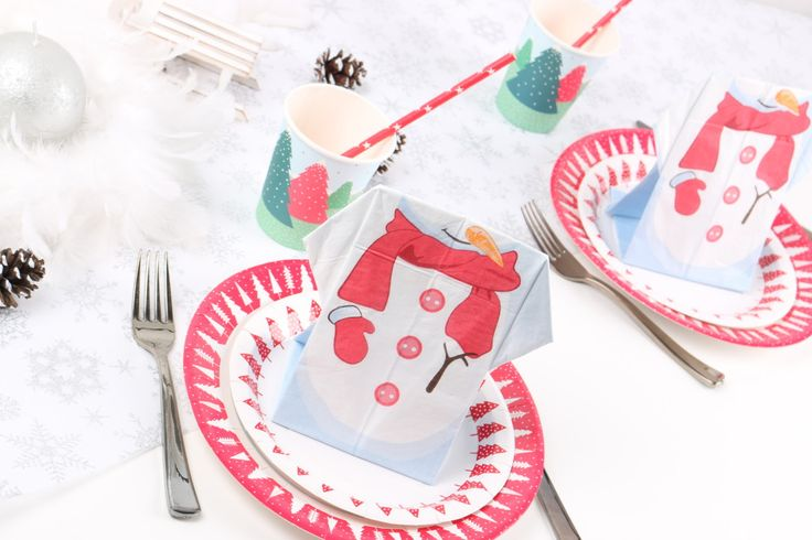 Un bonhomme de neige pré-plié pour la table de Noël des enfants - Mesa Bella Blog