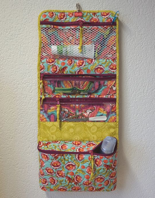 SCHNIG SCHNAG - Quilts and more: Nessesair {Hanging Cosmetic Bag}