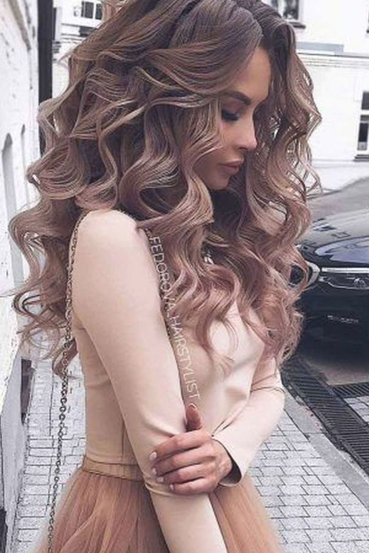 40 Pretty Prom Hairstyle Ideas For Curly Long Hair en 2020 ...