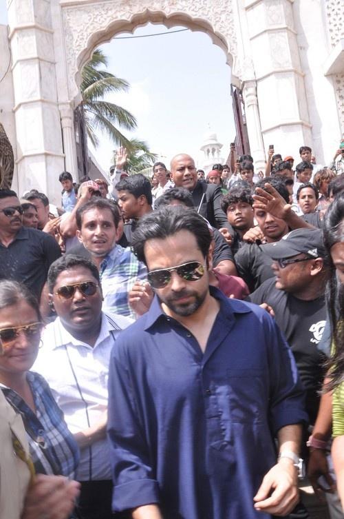 Emran Hashmi visits Haji Ali Dargah