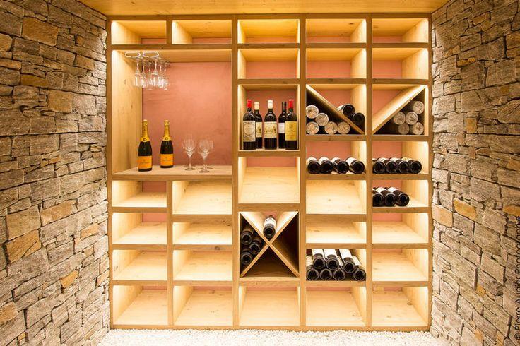 Dans la cuisine ou dans votre cave, il n'est pas toujours évident de trouver le rangement idéal afin d'accueillir vos grands crus ou votrepetit vin de pays. Voici des installations originales et pratiques pour vous inspirer.