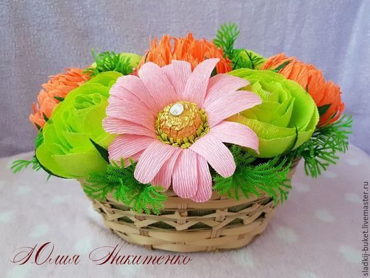 """Букеты ручной работы. Ярмарка Мастеров - ручная работа. Купить Букет из конфет, корзина """"Цветочная поляна"""". Handmade. Комбинированный"""
