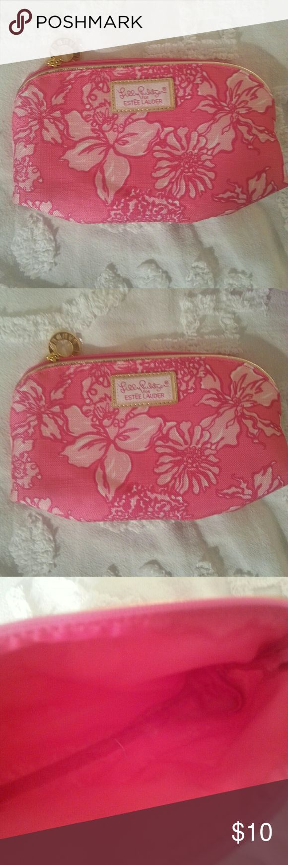 🆕 Lilly Pulitzer Cosmetic Bag Lilly Pulitzer and Estee Lauder make up bag in excellent condition Lilly Pulitzer Bags Cosmetic Bags & Cases