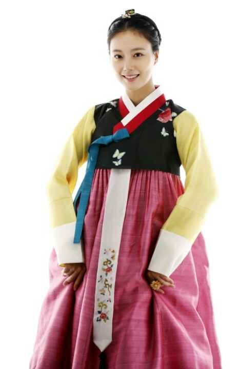 Korean actress, Moon Chae Won, in Hanbok