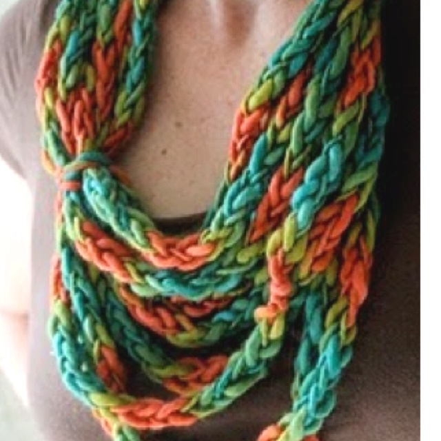 Love this braided scarf, made from old tee shirts :)