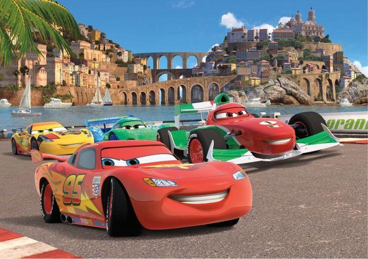 Personalizza la Cameretta del tuo Bambino con questa bellissima Decorazione Murale tratta dal film Pixar Cars 2! Con Pochi Gesti Trasforma la cameretta  nell'ambientazione del rombante film disney.  Questo Murales è Fornito in 4 Fogli Separati. Facilissimo da applicare ed all'interno è contenuto tutto l'occorrente e le istruzioni per poterlo applicare in poche mosse.