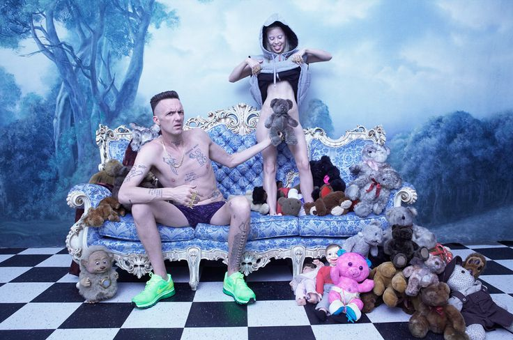 "Dès que l'on parle de Die Antwoord on se rappelle avec émotion les clips ""Cookie Thumper"", ""Fatty Boom Boom"", ""Enter the Ninja"" ou encore ""I fink u Freeky"""