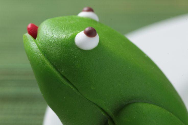 """Inicia la semana de la mejor forma disfrutando un delicioso """"SAPO MAZAPAN"""" de la #reposteriaastor  www.elastor.com.co"""