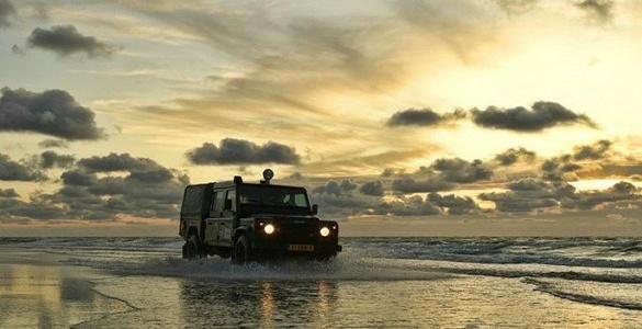 Voel het zand tussen je tanden kraken en ga het avontuur aan met stoere stranduitjes. Powerkiten in IJmuiden, 4x4-rijden op Terschelling of racen in Duitsland. Niet vies van een beetje modder? Kies dan een uitje uit deze uitdagende Zand Top 5!