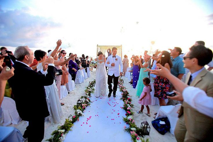 Tyson And Dees Romantic Beach Wedding At Discovery Shores Boracay