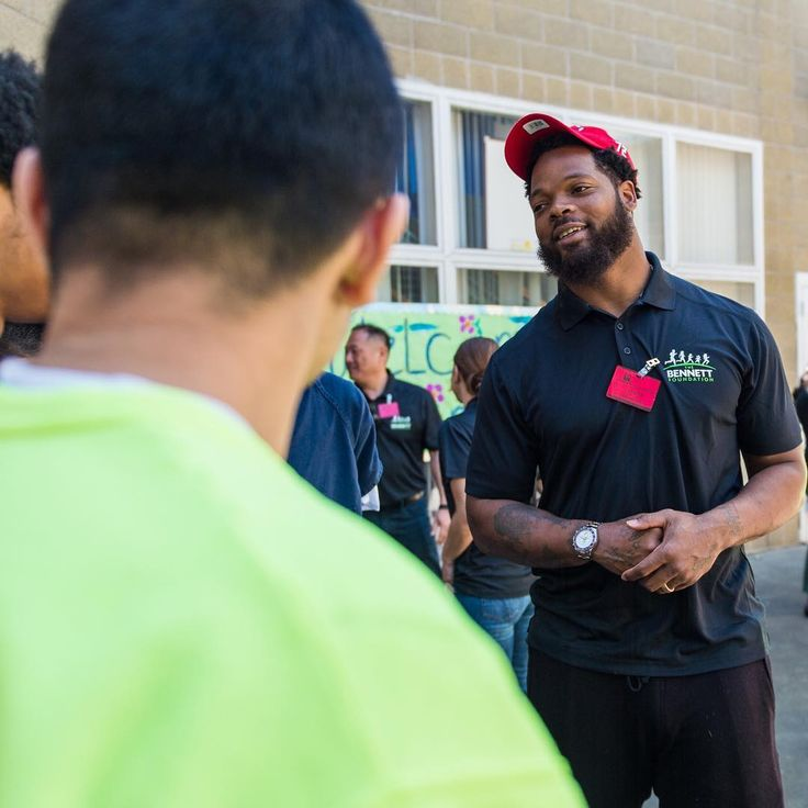 Seahawks player Michael Bennett starts gardening program for youth in juvenile detention | King County Youth Justice