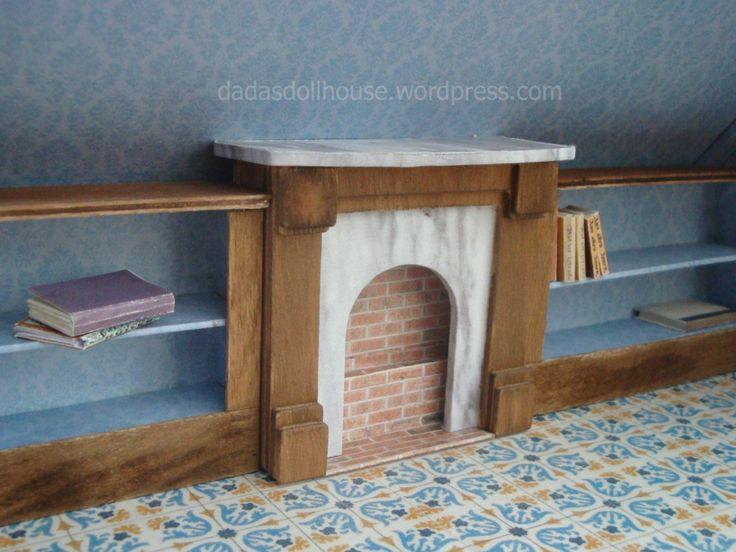 La libreria è un elemento essenziale dello studio. Purtroppo il soffitto inclinato della mansarda non permette di sfruttare tutta l'altezza delle pareti. Per questo abbiamo dovuto realizzare …