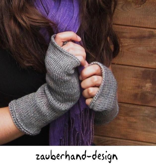 Gestrickte Handstulpfen in Grau, glatt rechts gestrickt als Accessoire für den Winter / winter accessory: knitted ankle warmers made by zauberhand-design via DaWanda.com