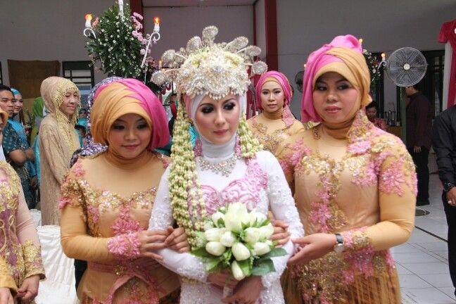 bride with siger sunda