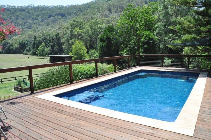 60 acres near Hawkesbury River. Fire place. Heated pool. 12 guests.