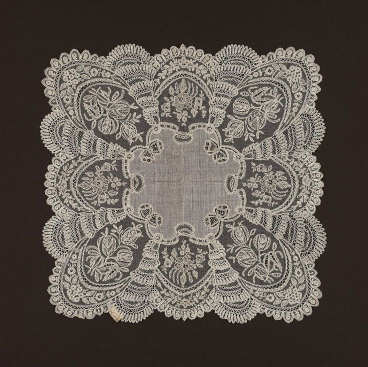 19th century, Flanders (Brussels) - Wedding handkerchief - Linen plain-weave and linen bobbin lace