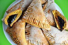 Tieto fit mrkvové taštičky predstavujú poupravený recept na tradičné mrkvové taštičky plnené slivkovým lekvárom. Vďaka pridanej cícerovej múke obsahujú vyšší podiel proteínu a vlákniny. Neobsahujú pridaný cukor ani tuk. Ingrediencie (na 15ks): 250g mrkvy 2 banány 5 PL jablkového pyré 250g cícerovej múky 320g celozrnnej múky 1 prášok do pečiva na lekvár: 50g sušených sliviek […]