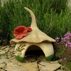 Felted gnome home: Felt House, Felt Crafts, Fairies Gardens, Fairies House, Felt Toys, Felt Gnomes, Gnomes Homes, Felt Idea, Needle Felt