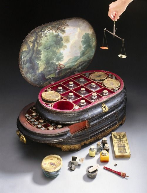 Genoese medicine chest, 1562-1566    now this scares me a bit, All sorts of concoctions and tools in that box!!