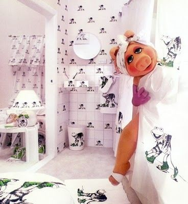 Miss Piggy in Kermit Decorated Bathroom